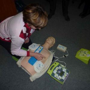 Použití automatického defibrilátoru