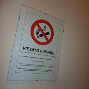 Také ve Valdagnu se kouří jen na vyhrazených místech a narozdíl od nás zde mají už vyčíslené pokuty
