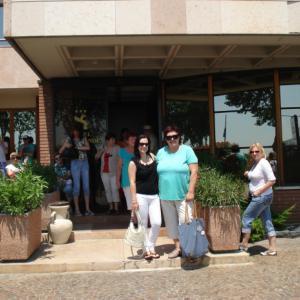 Před hotelem Cangrande v Soave.